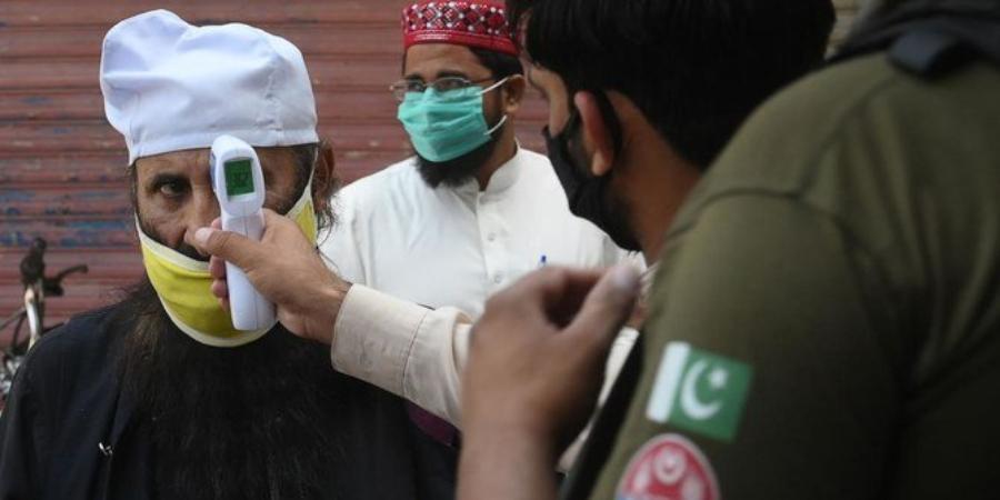 पाकिस्तानमा कोरोना भाइरसको दोस्रो लहर सुरु भएपछि अस्पतालहरु भरिए, संक्रमितहरुको उपचारमा समस्या