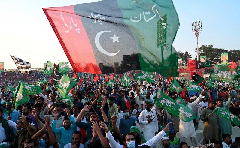 पाकिस्तानी प्रधानमन्त्रीको राजीनामा माग गर्दै भएको बृहत सभामा बिजुली काटियो