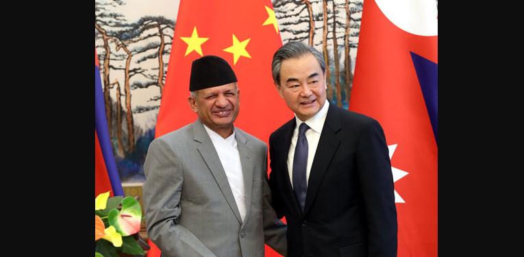 'नेपाल र नेपालीकाे दीर्घकालीन हितमा ध्यान दिन' चिनियाँ विदेशमन्त्रीकाे आग्रह