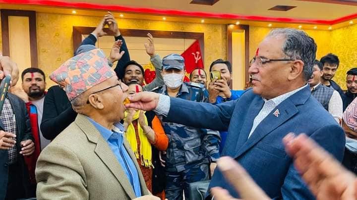 प्रचण्डको कार्यकर्ता बनेर माओवादीमै जाने तयारीमा माधव नेपाल !