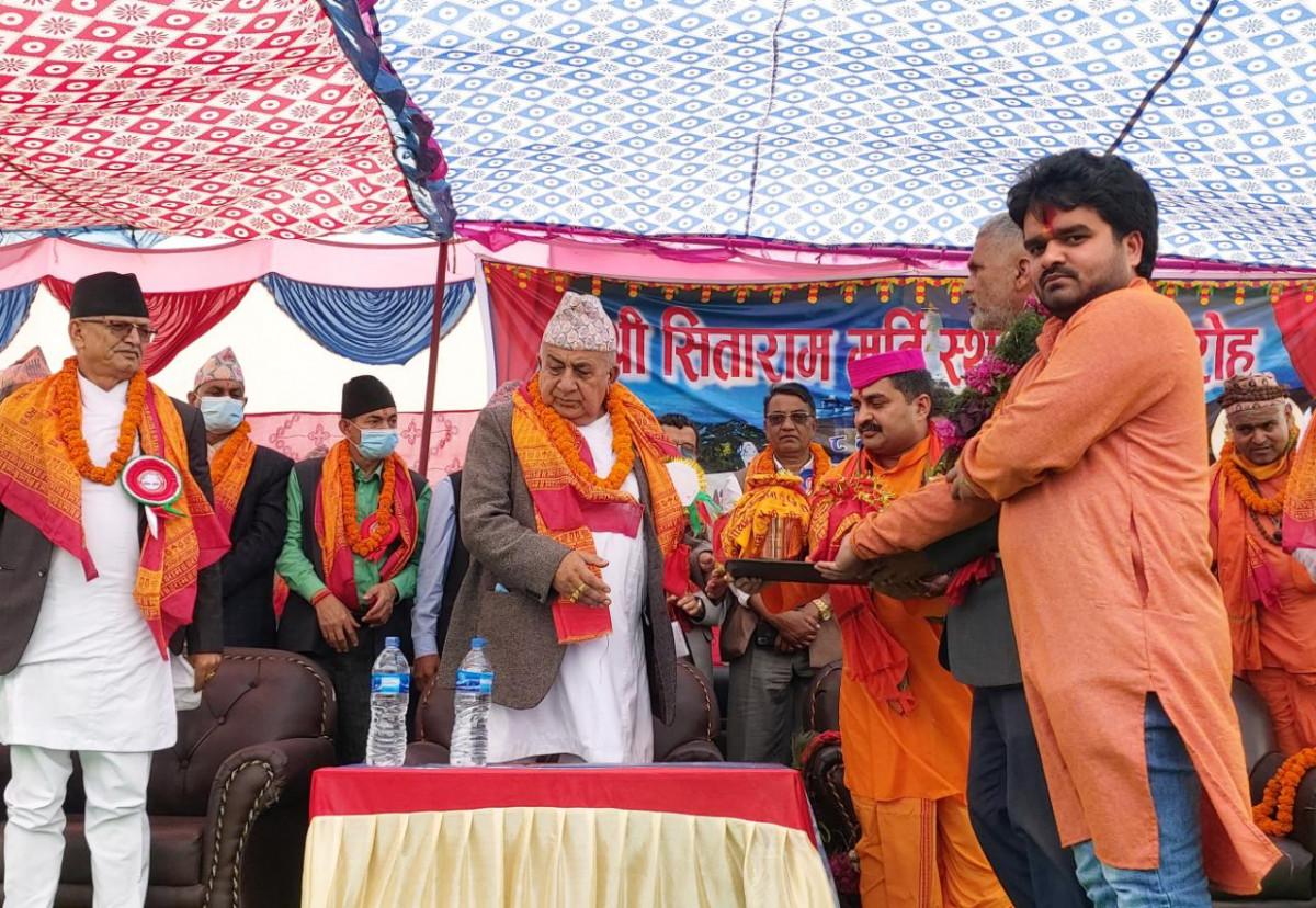 प्रम ओलीको अभियानमा प्रदेश प्रमुख झा: जनकपुर र बराहक्षेत्रको प्रसाद लिएर माडीको अयोध्यापुरी पुगे