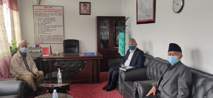 माधव नेपालसँग सकारात्मक वार्ता, रोकियो सांसदको राजीनामा