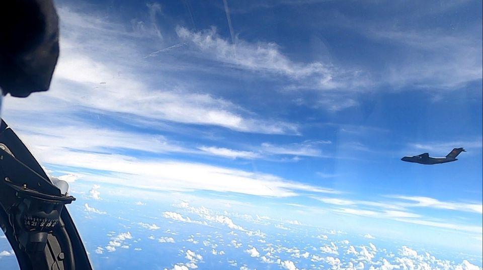 अधिनायकवाद चीनकाे लज्जास्पद हर्कत,  १६ चिनियाँ लडाकु विमानलाई मलेसियाले धपायो !