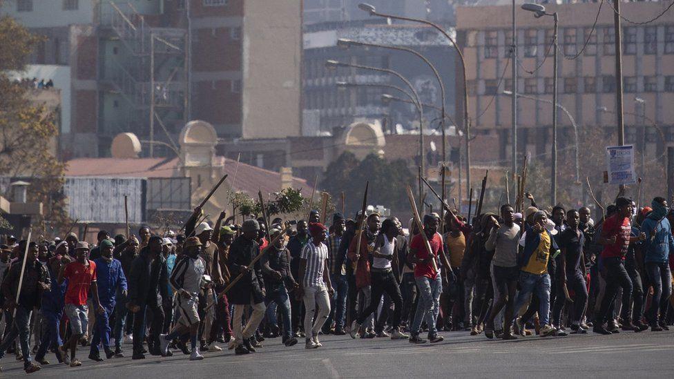 पूर्वराष्ट्रपति जुमा जेलपरेपछि हिंसात्मक प्रदर्शन,  सेना परिचालन गरियाे !