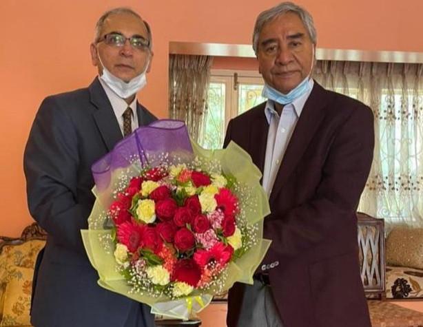 भारतले पनि दियो प्रधानमन्त्री देउवालाई बधाई, निवासमै भेट्न पुगे राजदूत क्वात्रा