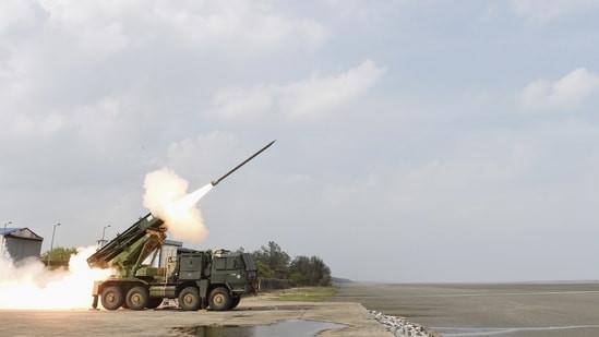 भारतद्वारा पिनाका रकेटको सफल परीक्षण, ४५ किलोमिटरसम्म निशाना लगाउनसक्ने