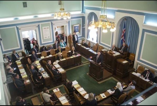 फेरियाे इतिहास, आइसल्यान्ड को संसदमा महिलाको बहुमत
